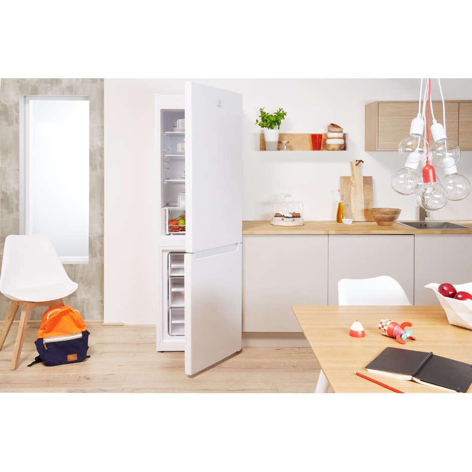 Indesit CAA 55 frigorifero combinato 234 litri classe A+ Statico bianco
